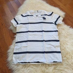 4/$25 a&f abercrombie striped v neck T-shirt